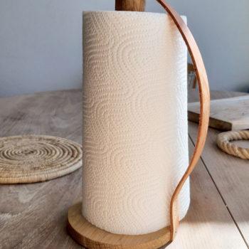 Ostin byWirth – Signe Wirth Engelundin suunnittelemantalouspaperirullatelineen Designtorgetilta Tukholmasta